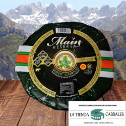 Queso cabrales de la quesería Maín reserva con 10 meses de curación. De Sotres - Asturias
